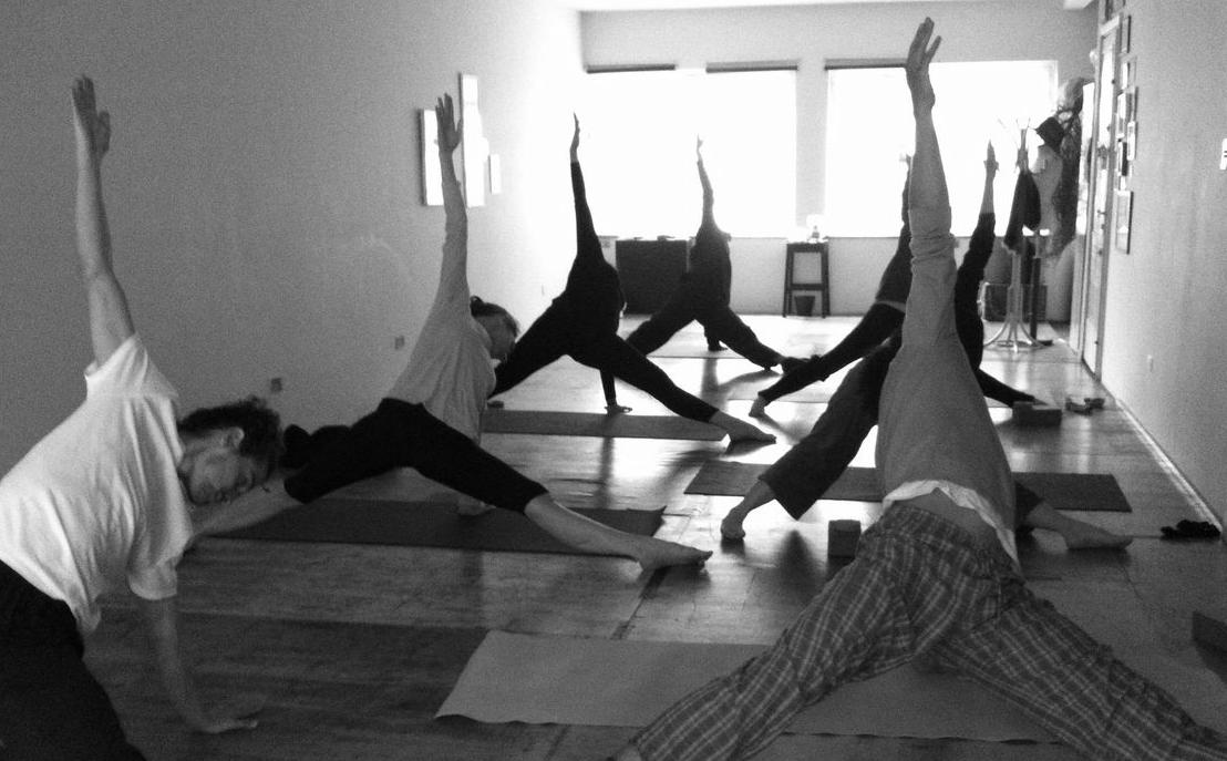 yoga preto e branco