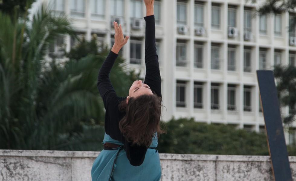"""""""Estranhos Seres Nebulosos e Ilusórios"""" com a Cia Artesãos do"""